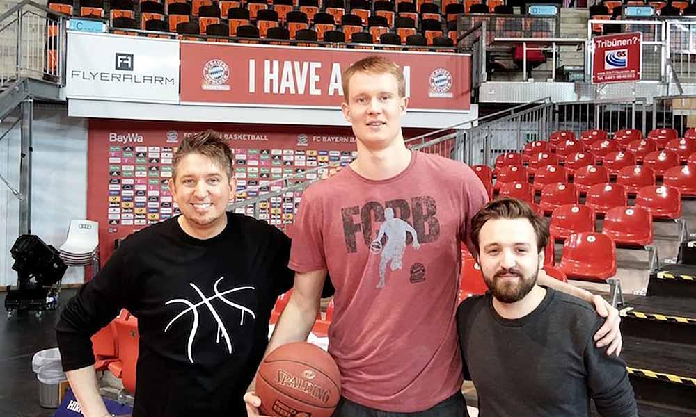 tombeck-zauberer-fotos-fc-bayern-basketball-videodreh-audi-dome-robin-benzing.jpg