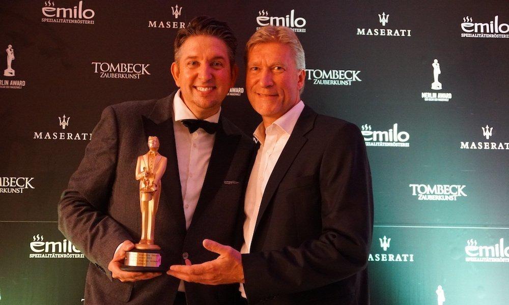 Zauberer TOMBECK bei der Verleihung des Merlin Award mit Uwe Rahn