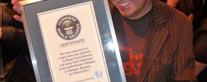 Zauberer TOMBECK erhält Zertifikat und kommt als Weltrekordhalter ins Guinessbuch der Rekorde