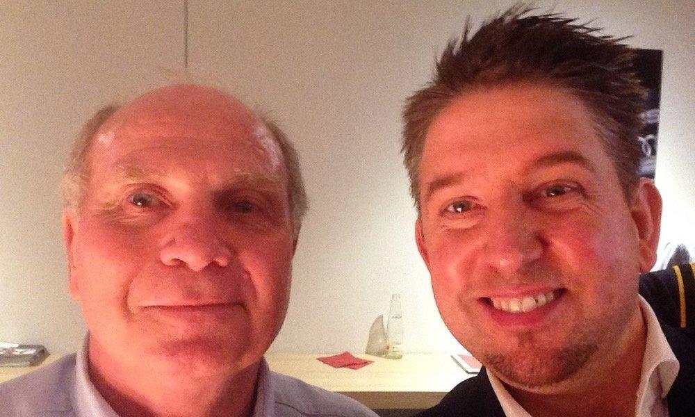 Zauberkünstler TOMBECK mit Uli Hoeneß vom FC Bayern München