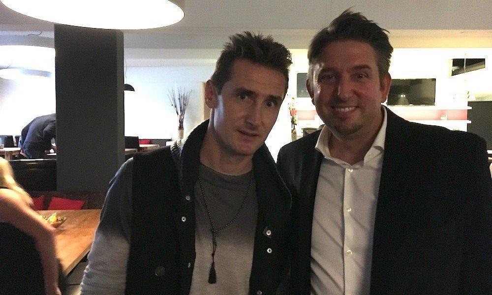 Miroslav Klose zeigt sich von Zauberer TOMBECK begeistert