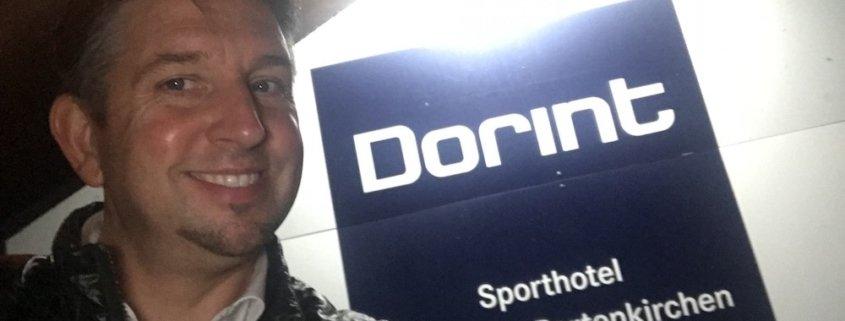 In Garmisch-Patenkirchen verzauberte Zauberkünstler TOMBECK die Kessel AG im Dorint Sporthotel