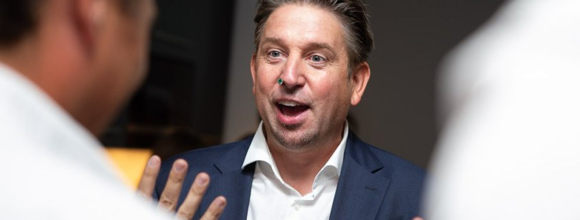 Tischzauberer TOMBECK aus München verblüfft das Medizintechnikunternehmen AdjuCor