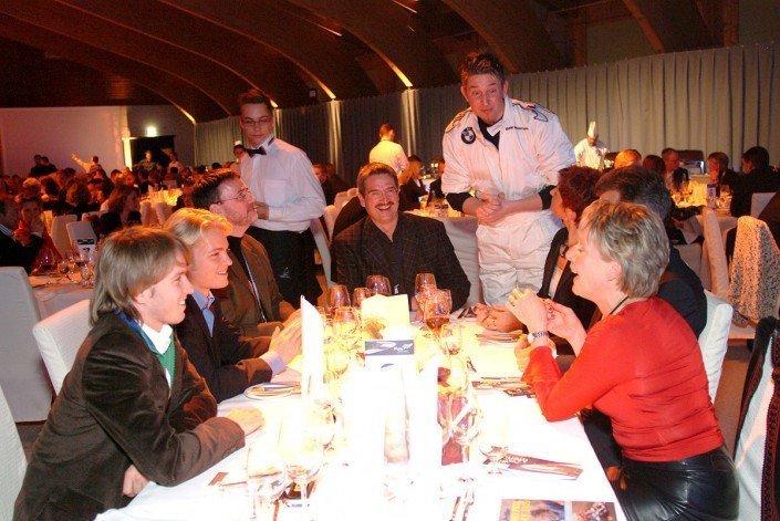 Zauberer TOMBECK verzaubert Nico Rosberg & Nick Heidfeld mit seiner Zaubershow