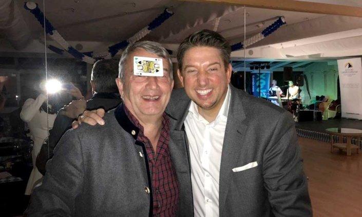Auf einer privaten Geburtstagsfeier in Italien - Südtirol begeisterte Zauberer TOMBECK die prominenten Gäste.