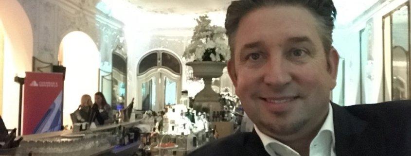 Zauberer TOMBECK verblüfft wieder einmal im renommiertesten Hotel der Stadt München