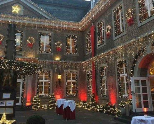 Magier TOMBECK auf einer Weihnachtsfeier in der Wolkenburg in Köln.